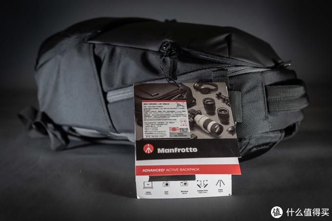 背包这类的产品一般都没有箱子包装,所以相关介绍和厂商信息都在这个挂牌中呈现