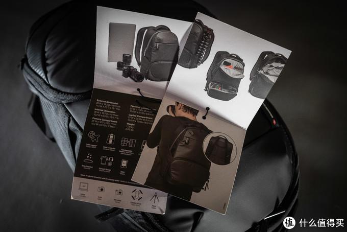 首先是大幅的图片展示,展示背包内部空间分布与可以放入的物品数量,还有上身效果图