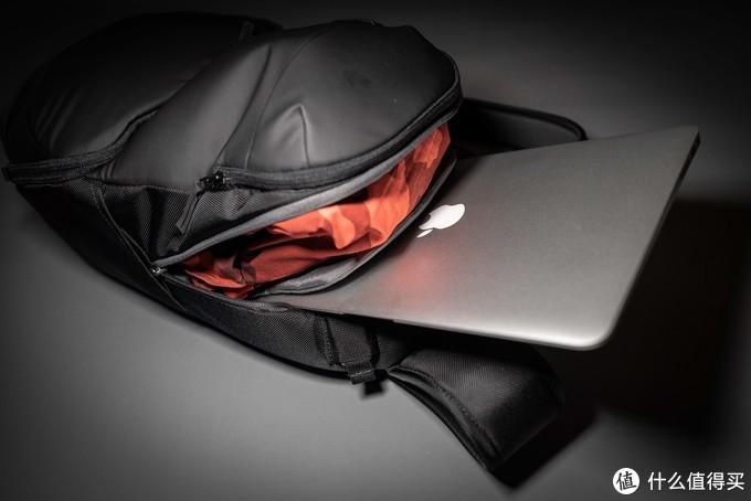 放台MacBook Air正好,非常协调