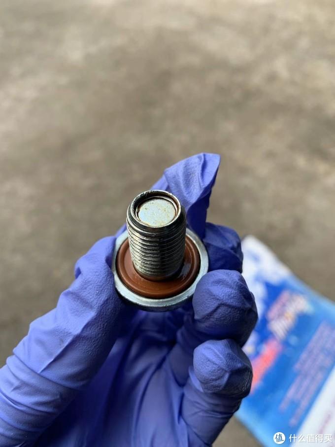 检查放油螺丝橡胶密封圈是否完好