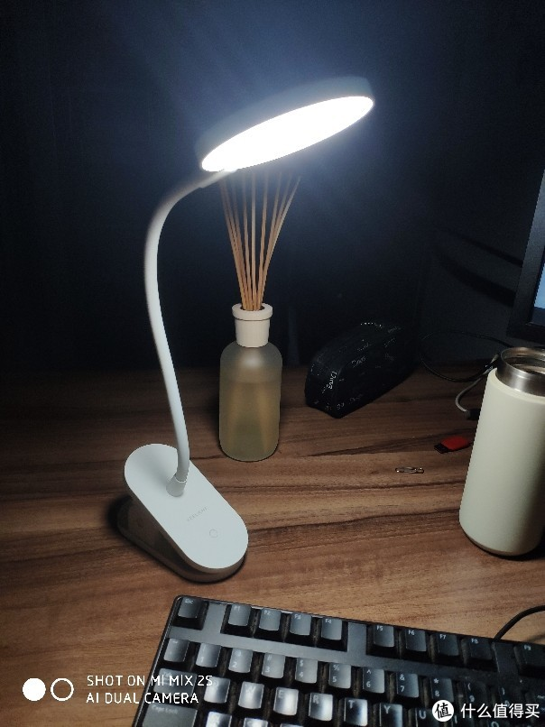YEELIGHT LED充电夹持台灯 J1PRO 尝鲜