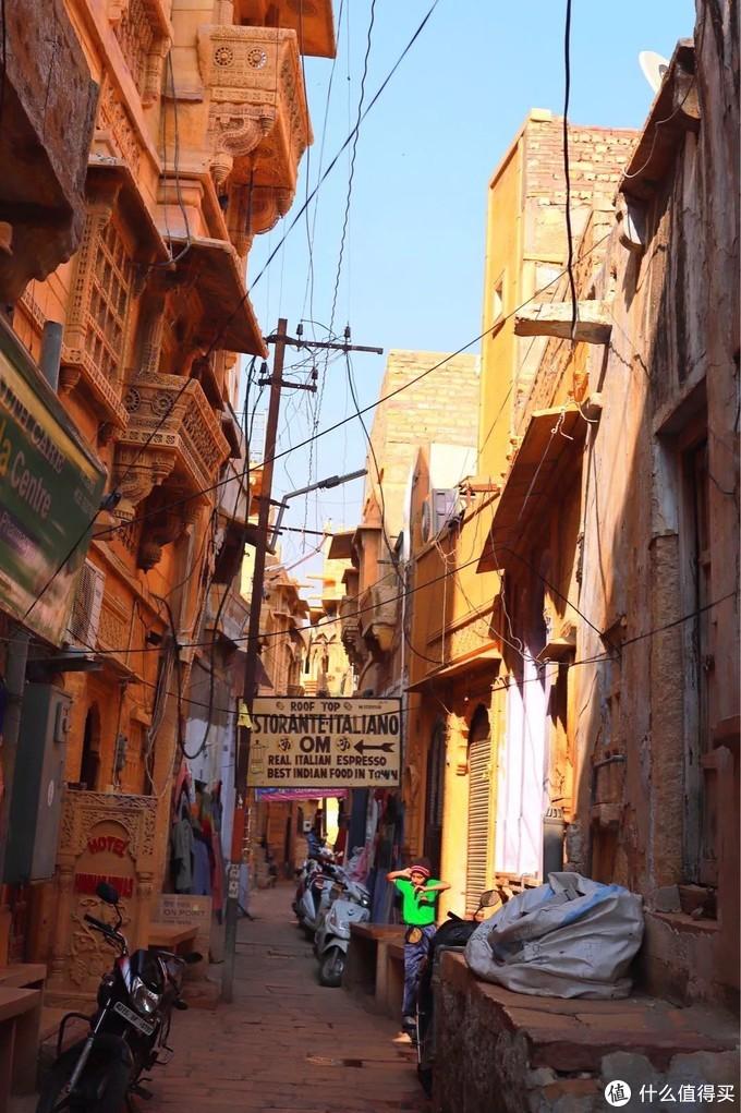 印度四色城之金城杰伊瑟尔梅尔,沙漠露营与星空下的惊魂一夜。