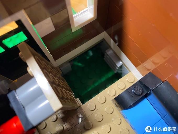 屋内的地下室入口