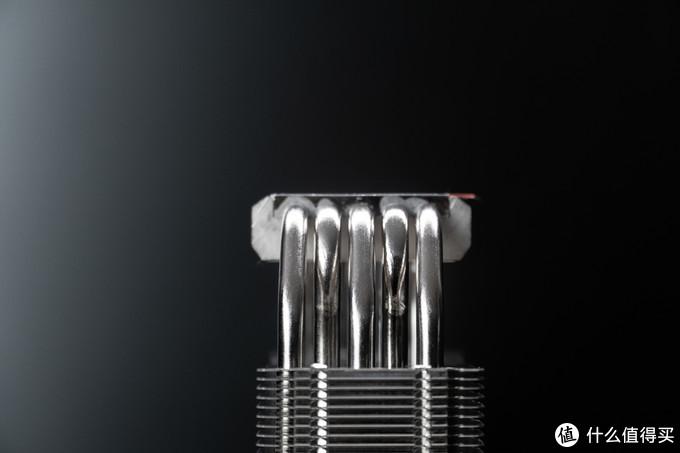 5根6mm铜烧结热管并没有采用热管直触,而是使用了均热铜底