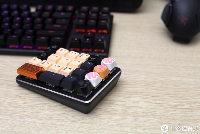 ZOMO键帽给你的桌面增添不一样的色彩