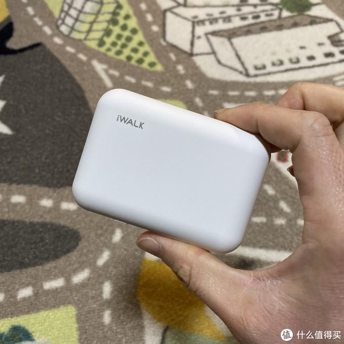 优缺点明显的iWALK吸盘式无线充电宝