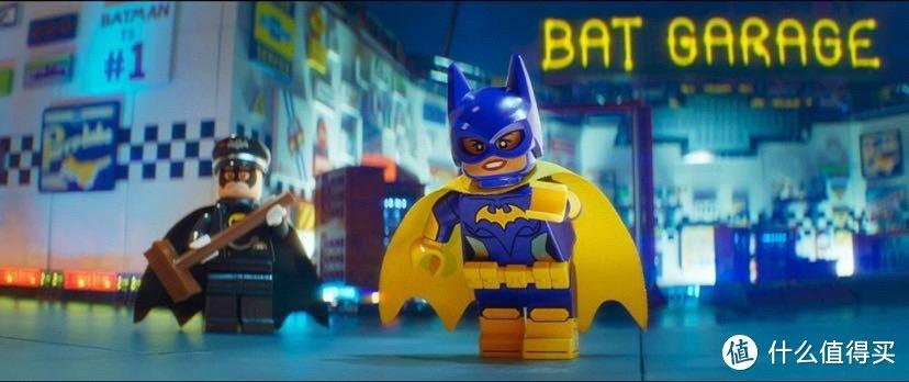 很可惜这款方头的形象来源与以上两位无关,出自2017年的电影《乐高蝙蝠侠大电影》