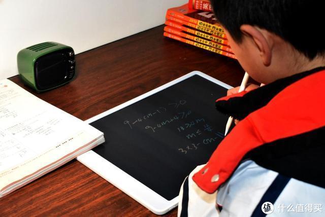 解决小孩乱扔草稿纸的习惯,小寻大屏液晶手写板评测体验