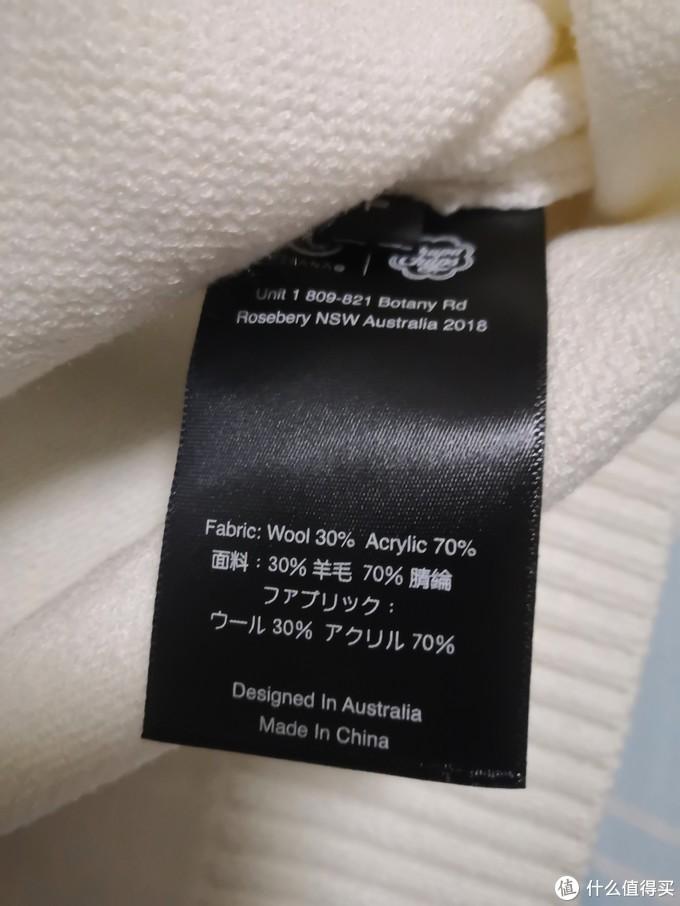 看面料只含30%羊毛,但摸着挺厚实,挺顺滑。