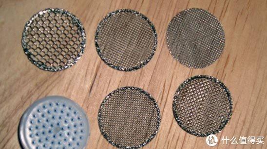 内部的金属滤网,孔径不一形成水泡,我的那个用的时间长了,这个金属片都被我搞的凹凸不平了。