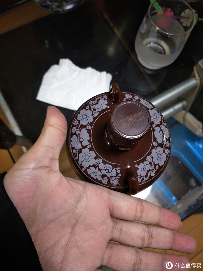 看看这个罐子和我的手的对比