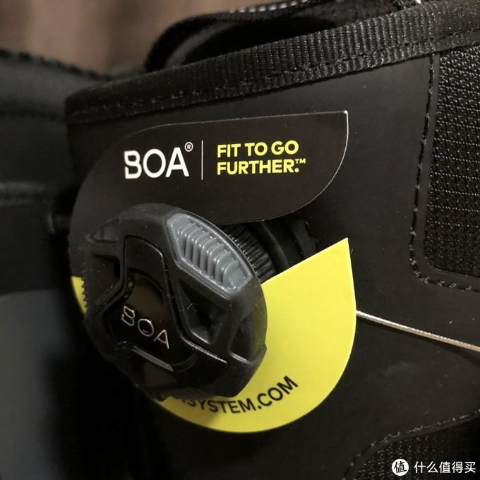 之所以 名字叫 ONE BOA,看来是因为这个纽扣boa,也就是个贝壳小旋扭