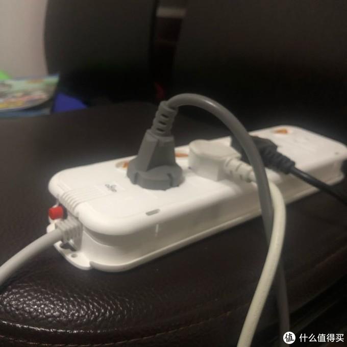 过载按钮初顶起,插座断电保护