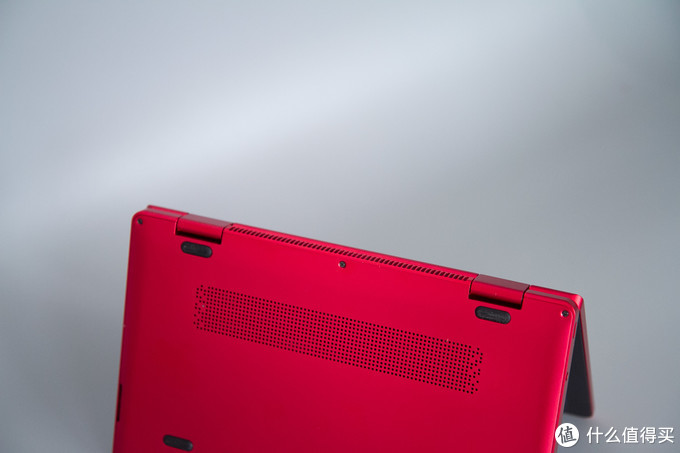 壹号本OneMix 3Pro锦鲤限量版进风口(底部)与出风口(转轴中间)