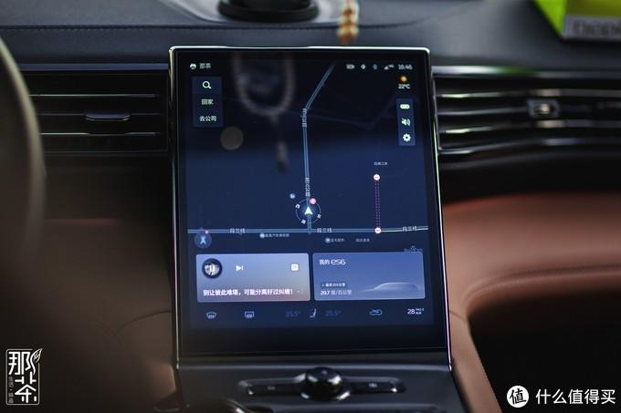 智能车液晶屏一定要够,蔚来跟其它比起来不算特别大但也够用,界面设计都还算合理,点滑的操作手感也比较顺滑