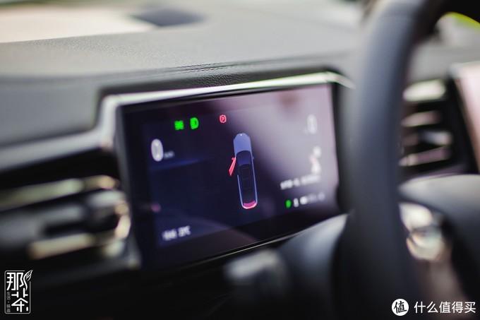 中控仪表的液晶屏就略显小气来,我的车没有无人驾驶所以上面的数据不算太多,总比某些品牌没有来的强吧