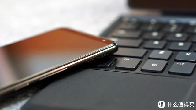 ROG游戏手机2图赏:首款骁龙855Plus旗舰,预约量曾破200万