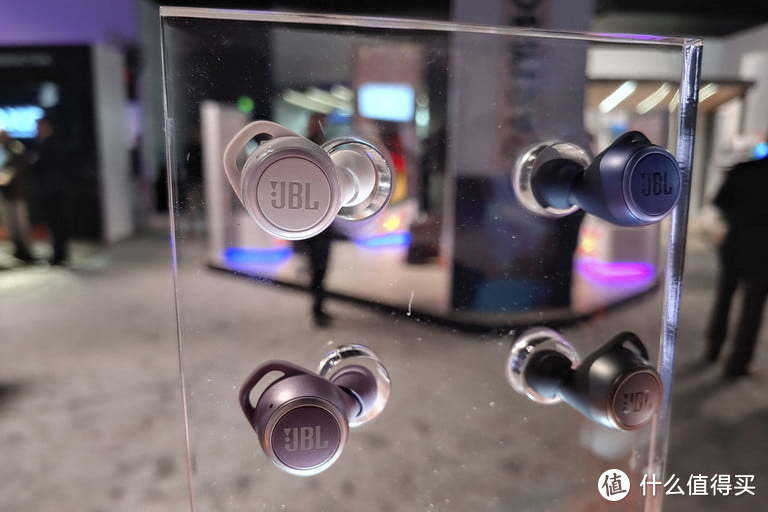 JBL展出 Live 300 TWS、Tune 220TWS真无线耳机、JBL Bar 9.1以及JBL Club One