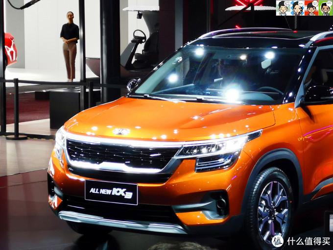全新一代KX3(中文名傲跑)隆重登场,前脸的虎啸式格栅、凌厉的车灯,再加上黑色的车顶,外观很有辨识度。