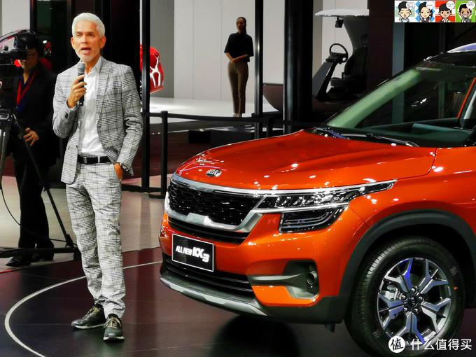 外籍设计师介绍新车卖点,车长/车宽/车高为4345mm/1800mm/1645mm,轴距则达到了2630mm,与竞品相比很有优势。