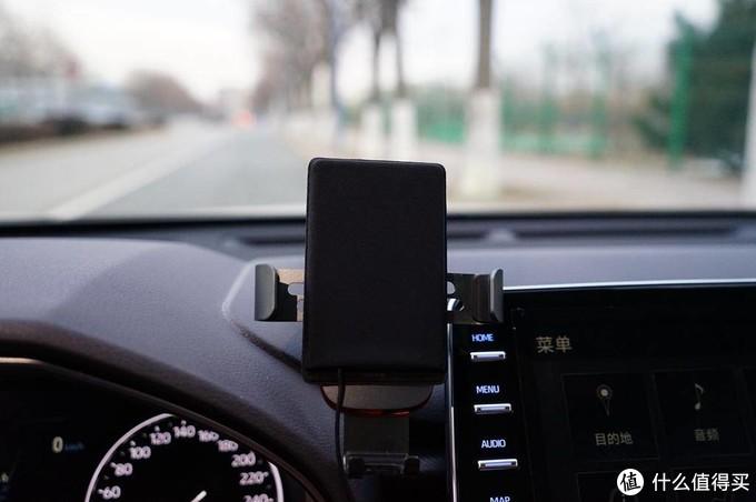 100多块就能解决你车载无线充电问题了解一下?