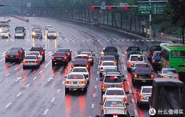 开自动挡的车,等红绿灯时要不要挂N挡?