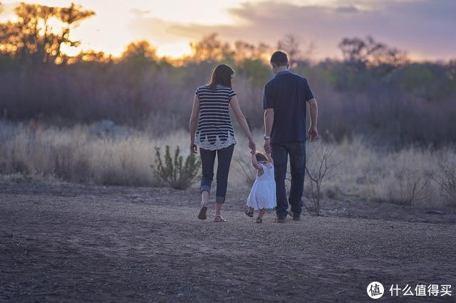 """《跟自己的孩子聊得来》:告别""""丧偶式育儿"""",发挥父亲的力量"""