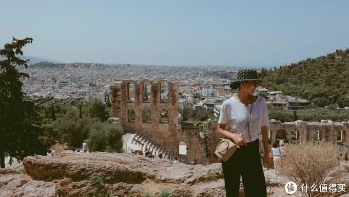 希腊的暑假 有32度的阳光 被晒烫了的可乐 还有爆汁的车厘子