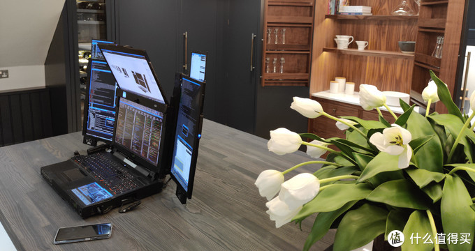 World's first 7-screen notebook: Expanscape releases Aurora 7 top workstation notebook