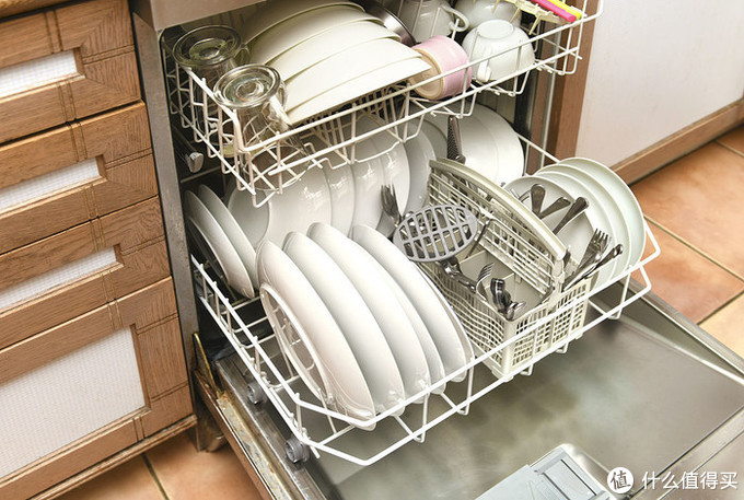 洗碗机引起新一轮家务矛盾?这个锅谁背!
