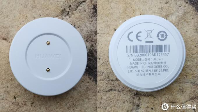 纯白色磁吸附充电底座。