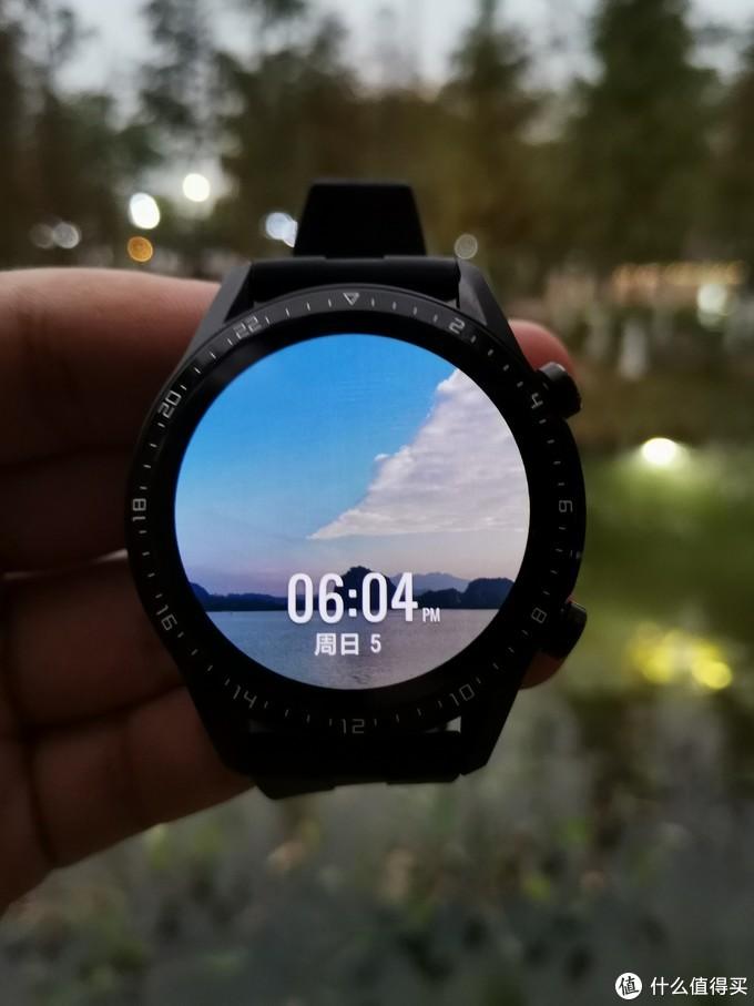 表盘是自定义,直接从手机照片里面选的。本款手表表盘高度支持DIY,后面有详细介绍