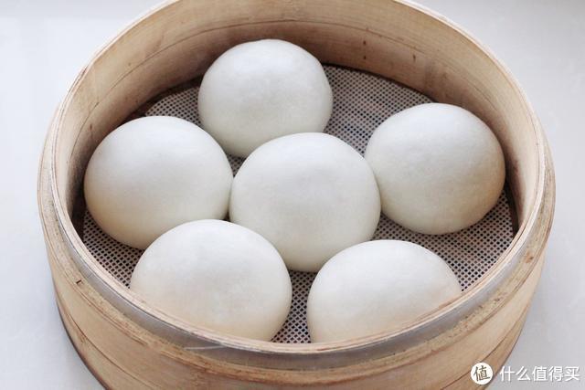 北方人过春节必蒸几锅大馒头,透白暄软寓意蒸蒸日上,年味十足!
