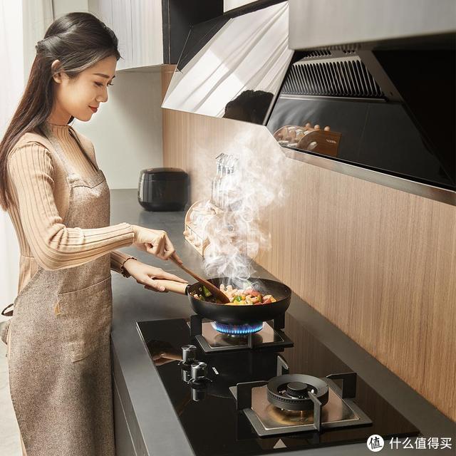 圈厨Z90智开油烟机:智能联动、400Pa风压,一键开启爆炒模式