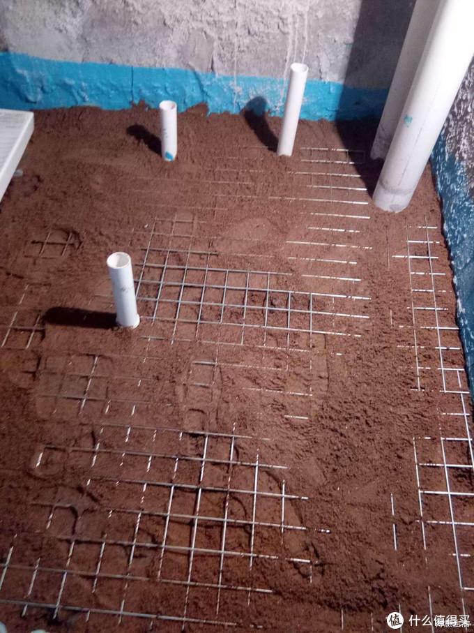 最上面铺钢网,防止下沉