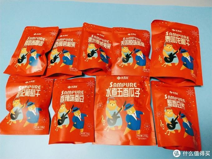 碧根果,夏威夷果,烟味核桃,贵的也只有三样。果然有果干,葡头干,龙眼,阿联酋椰枣(⊙o⊙)…。包装袋也是大小分类,一眼可辨。