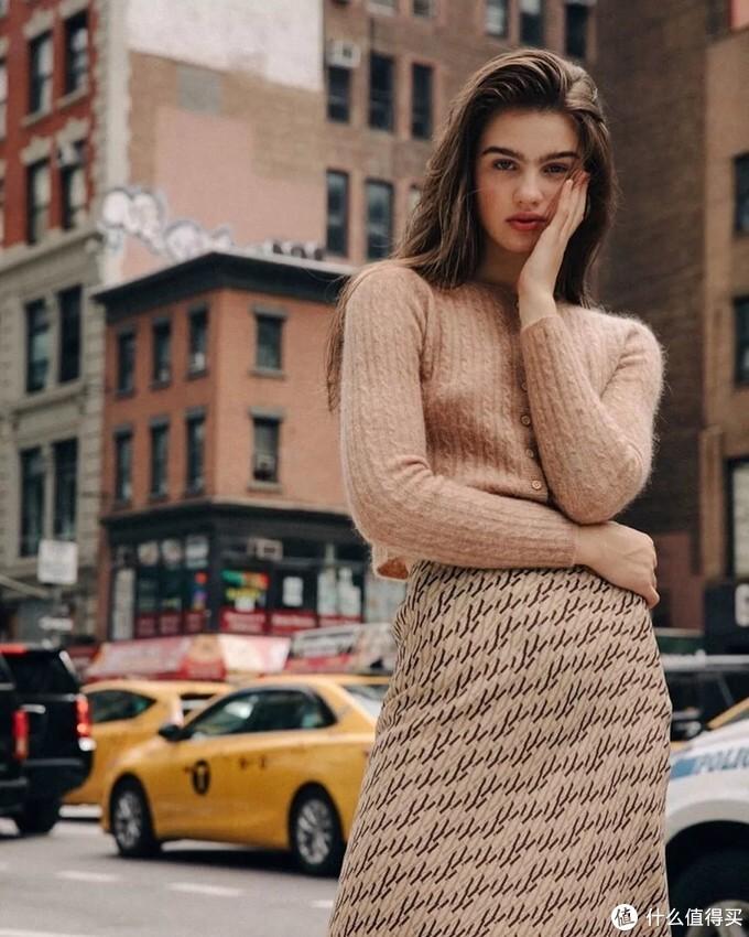 """自带""""高级感""""的毛衣,逃不过这3点,照着穿精致又时髦!"""
