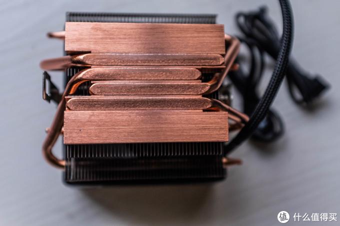 """把原装硅脂擦干净呈现出原装的棱镜散热器的""""全铜""""本体---至于是不是全铜有待考究,至少看起来是铜的颜色"""
