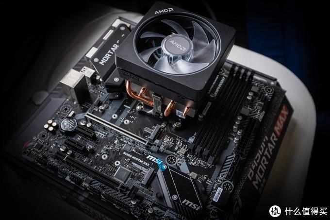 装好CPU和散热器的主板