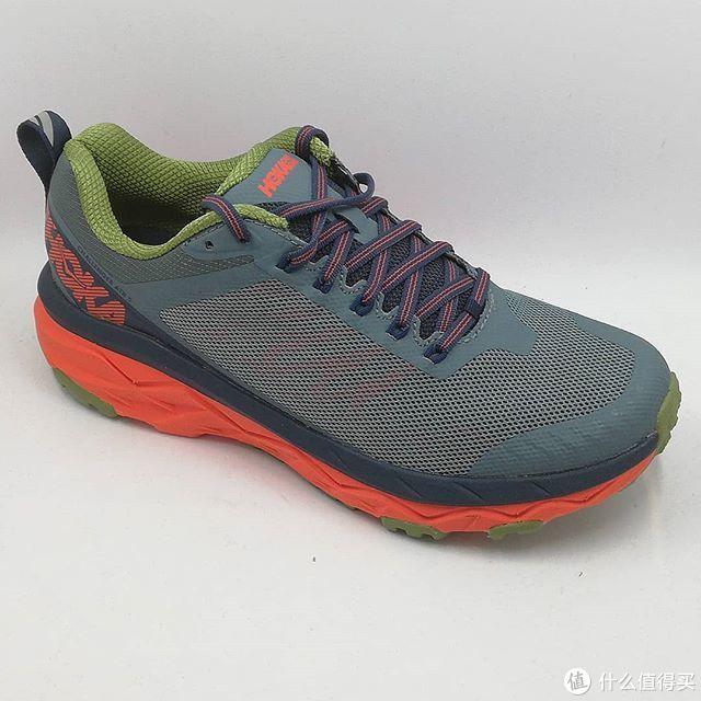 鞋款轻量轻盈,让你跑起来更轻松