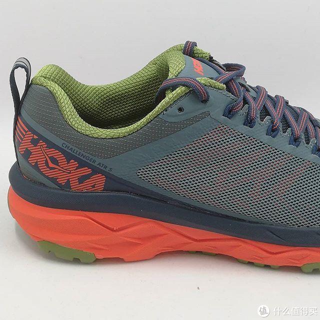 鞋面的网面设计,为双脚带来舒适脚感