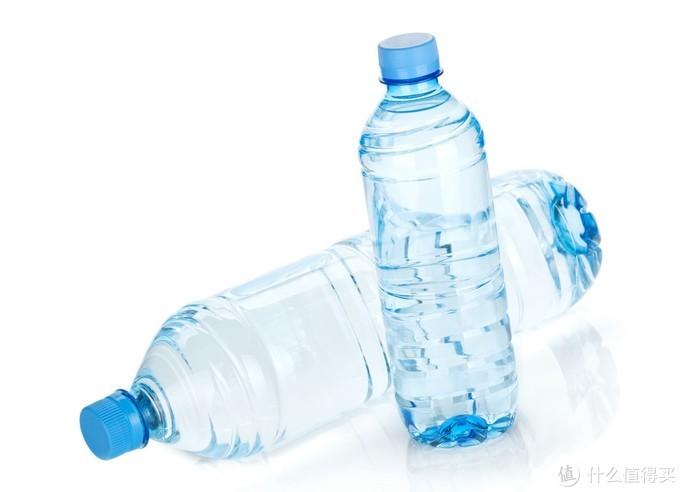 矿泉水瓶鲜虾保存法,光往瓶里加水还不够,多加一种食材更保鲜