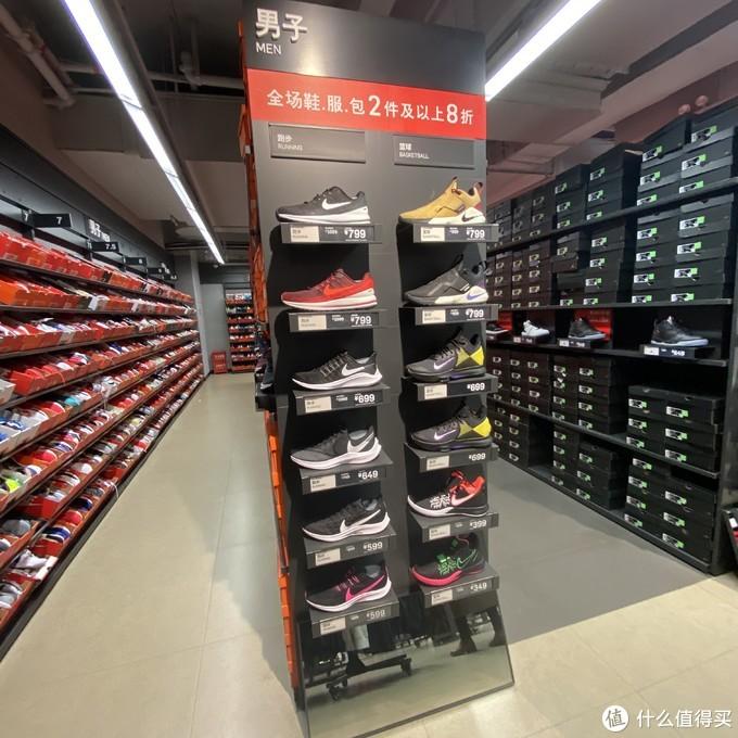 就要过年了!来看看Nike折扣店最近有些什么鞋可以买吧!