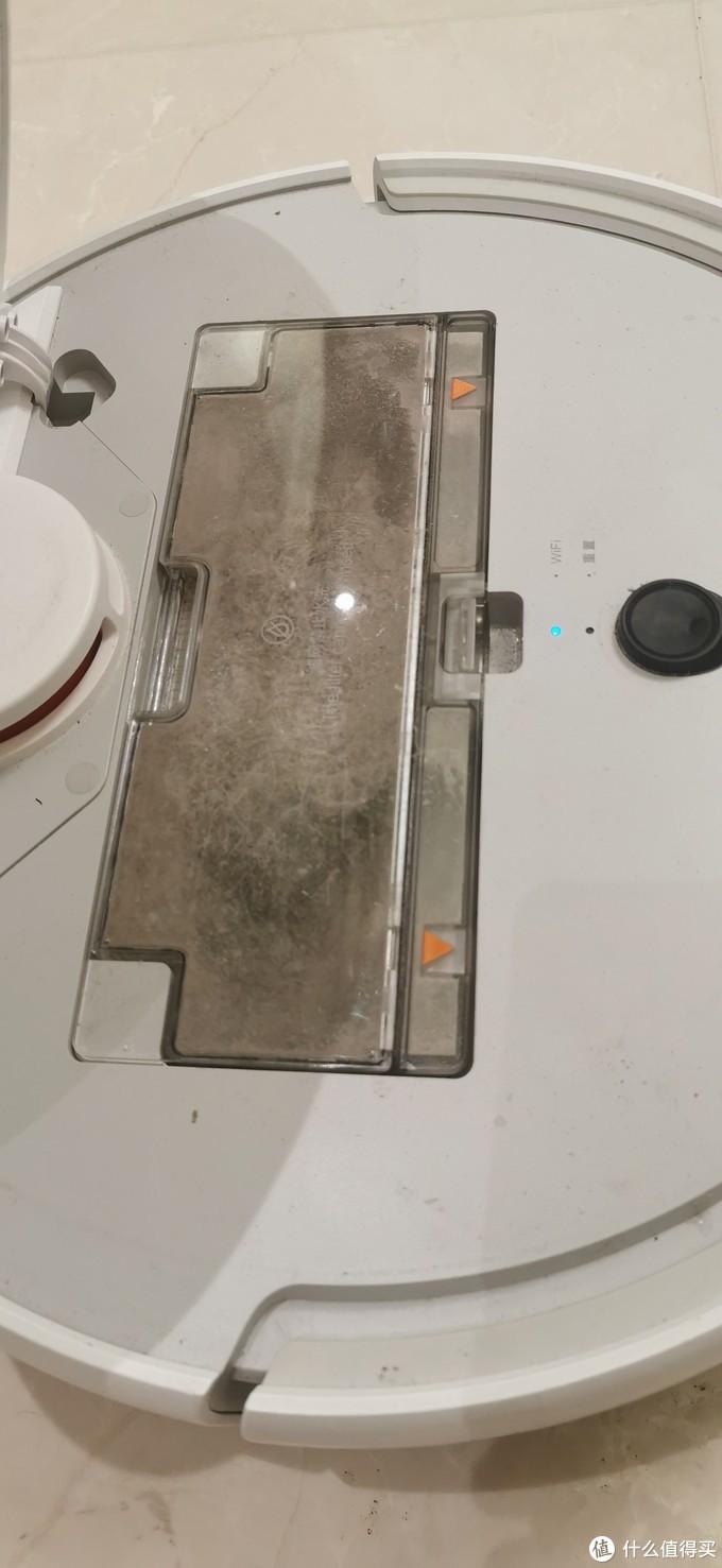 吸尘器的垃圾盒真脏,一拍都是灰尘