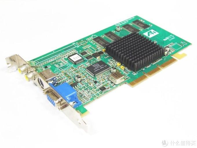 32MB TSOP封装SDRAM显存,可谓2000年主打规格