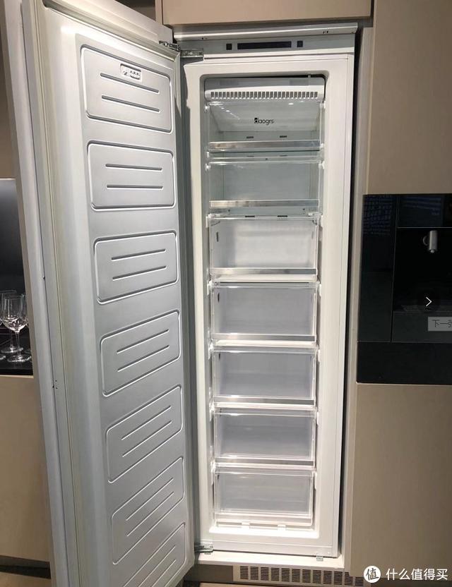 为了揭秘嵌入式冰箱怎么散热,我连家都拆了!