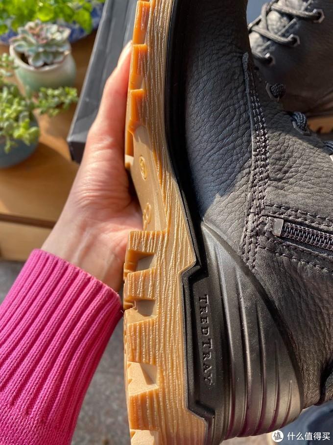 虽是平底鞋也蛮厚实了