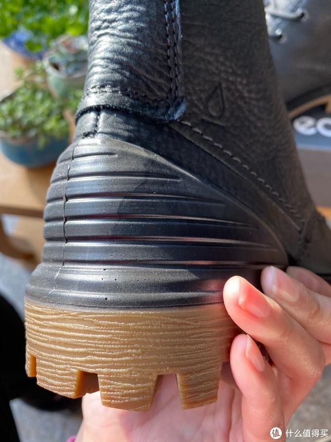 鞋后跟部分是这双鞋子的特色
