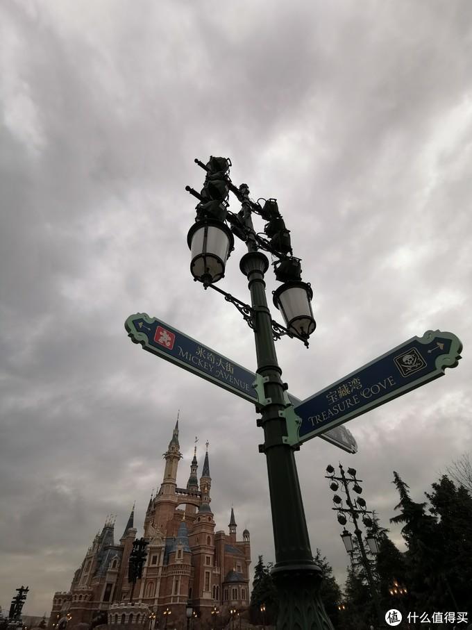 银联的vip位置,在这根路灯附近