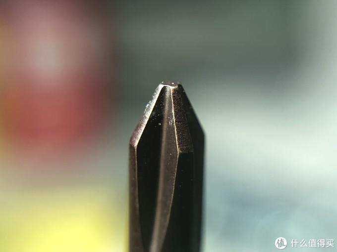 在拧了几个螺丝之后表面的黑色氧化涂层是有明显的脱落